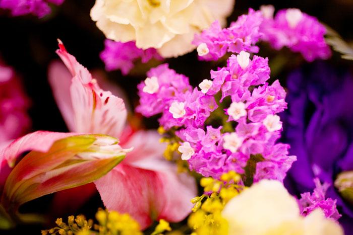お供え物やお花を手配する