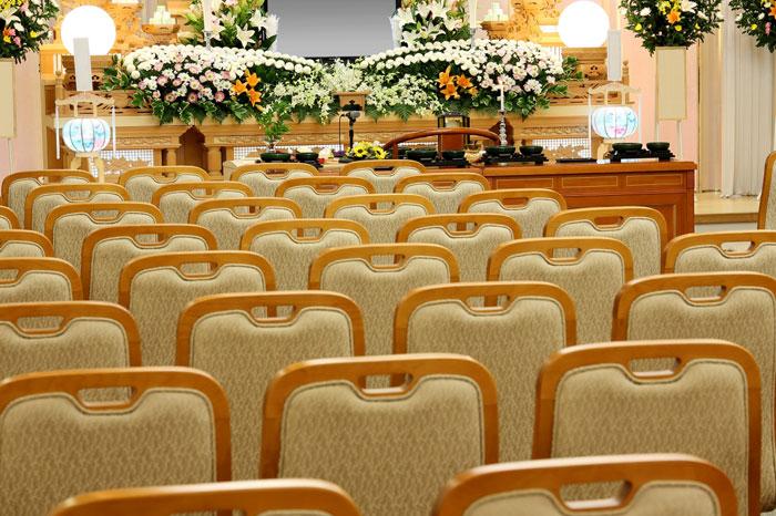 家族葬はどこまで呼ぶべき?参列の範囲は?